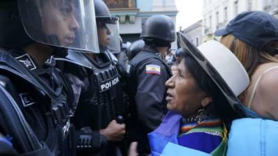 Mujer indígena a una protesta en Quito contra las perforaciones en el Parque Nacional Yasuní (Foto Manuela Picq)