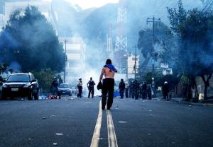 Los disturbios civiles y el saqueo fueron generalizado debido a la falta de aplicación de la ley (imagen cortesía de Germán López https://www.flickr.com/photos/germunchis/)