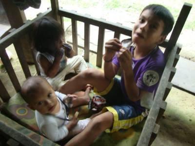 Tres de los hijos de Gerardo: Laia, Maya y Majahuali