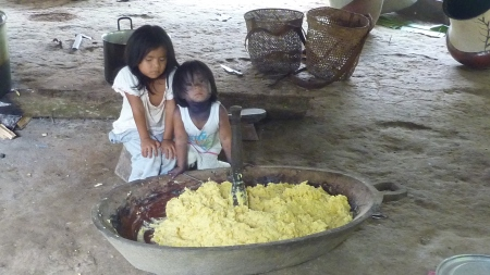 Maya and Gualcanga helping to make chicha
